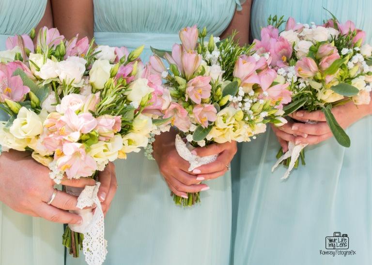 Bridesmaids pretty in mint